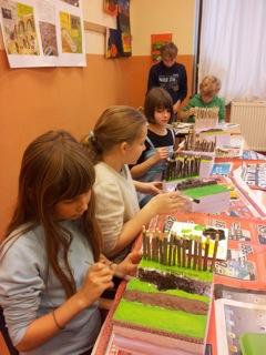 Durch den Bau eines eigenen Limes-Modells haben die Kinder der 6. Klasse Zugang zu diesem Thema gefunden.