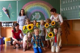 Die Sonne strahlte mit den stolzen Kindern und ihren Eltern um die Wette.