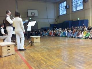 Kammerorchester zu Besuch bei den Kamuffeln