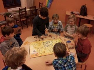 Wir haben 4 Stunden lang vor den Weihnachtsferien Gesellschaftsspiele gespielt