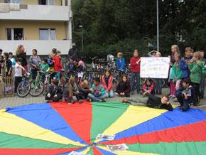 54 Fahrräder, 2 Schlitten, 1 Einrad, 1 Kinderwagen, 2 Bobbycars und 1 Roller wurden gesammelt und von Kindern und ihren Familien repariert.