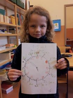 Die Uhr auf dem Pausenhof